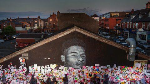 murales antirazzista manchester